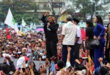 Photo of Kampanye Bertajuk Wisata Politik di Kota Tasik, Dicky Pergakan Jurus Silat Khas Sunda