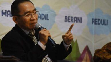 Photo of Adnan Pandu Praja Bantah Kesaksian Yulianis di Pansus Angket KPK