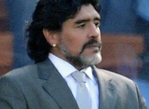 Photo of Bicara Politik, Maradona Komentari Putin dan Trump