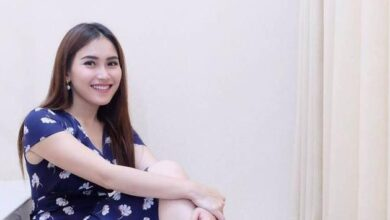 Photo of Ayu Ting Ting Unggah Foto Penampilan Baru Mata Biru Rambut Kriting, Netizen: Serem Banget Mukanya