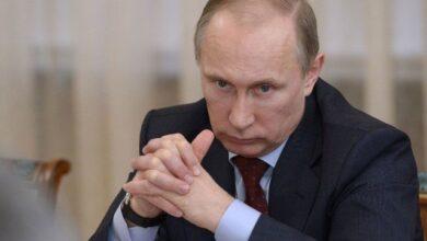 Photo of Presiden Rusia Bekerja dari Rumah Usai Salaman dengan Direktur RS yang Positif Corona