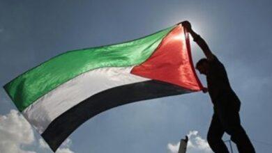 Photo of Biadab, Warga Palestina di Intimidasi Militer Zionis Israel Saat Kibarkan Bendera