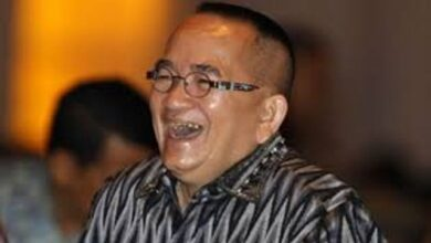 Photo of Ruhut Sitompul Pasang Badan Usai Pramono Anung Dibully Soal Larang Jokowi Kunjungi Kediri