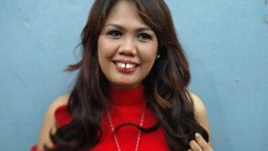 Photo of Putrinya Berbikini Seksi Dihina, Elly Sugigi: Dia Enggak Telanjang