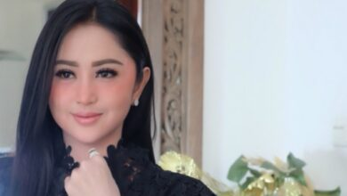 Photo of Mengulik Pernikahan Dewi Perssik, Mulai Tak Pernah Diberi Nafkah Batin Hingga Dijadikan Bahan Taruhan dan Minta Mulu Tiap Hari