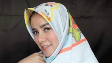 Photo of Kenakan Hijab Bareng Dewi Sandra, Olla Ramlan Cantik Bener