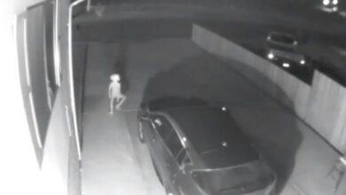 Photo of Heboh Penampakan Makhluk Misterius Satroni Mobil