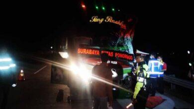 Photo of Bus Restu Jurusan Surabaya-Ponorogo Tabrak Truck di Tol Madiun, Telan Korban Tewas