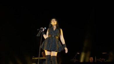 Photo of Penyanyi Anggun Merasa Bangga Masuk 100 Besar Artis Favorit Prancis