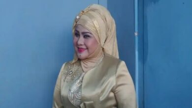 Photo of Penyanyi Dangdut Senior Elvy Sukaesih Positif Covid-19