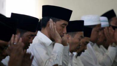 Photo of Sebelum Tinjau Karhutla, Jokowi Salat Istisqa Di Komplek TNI AU