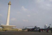 Photo of Helikopter Milik TNI Ini Jadi Tempat Selfi Warga di Monas
