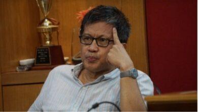 Photo of Lawakan Satir Ala Rocky Gerung: Jakarta Banjir, Cebong Hidup Lagi