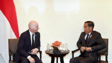 Photo of Bertemu Presiden FIFA, Jokowi: Kami Siapkan 10 Stadion untuk Piala Dunia U-20