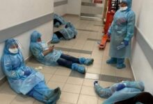 "Photo of Krisis APD dan Simalakama untuk Dokter: ""Nggak Ditolong Gimana, Ditolong Kita Mati Konyol"""