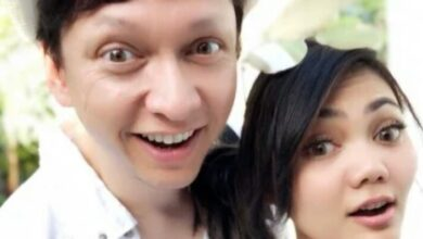 Photo of Suami Disebut Netizen Pengangguran, Rina Nose Bilang Begini
