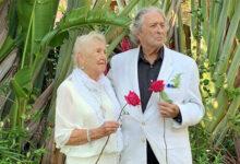 Photo of Sepasang Kakek dan Nenek Berusia 91 Tahun Nekat Menikah di Tengah Wabah Covid-19