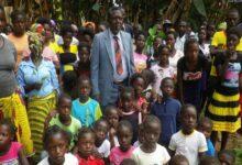 Photo of Tinggalkan 42 Istri, 150 Anak dan 250 Cucu, Raja Poligami Angola Meninggal Dunia