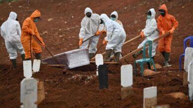 Photo of Kisah Petugas Pemakaman Jenazah Covid-19 di TPU Pondok Rangon