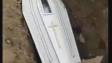 Photo of Jenazah di Manado Lambaikan Tangan dari Dalam Peti ke Arah Pelayat Jadi Viral Sampai ke Inggris