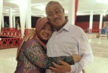 Photo of Cinta Sejati, Momen Sang Capten Ali Ibrahim Wali Kota Tidore saat Terlibat Makamkan Istri Tercinta