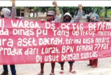 Photo of Kasus Penyerobotan Tanah Mandek, Warga Petis Benem Demo di Kejari Gresik