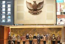 Photo of Mikrofon Mati, Berujung pada Pengesehan UU Cilaka??