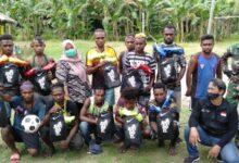 Photo of Semoga kelak Anak-anak Muda Papua Ini Menjadi Pemain Sepakbola Profesional