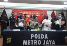 Photo of Gerak Cepat, Polda Metro Tangkap Tiga Pemuda yang Keroyok Anggota Polisi saat Ricuh Unjuk Rasa